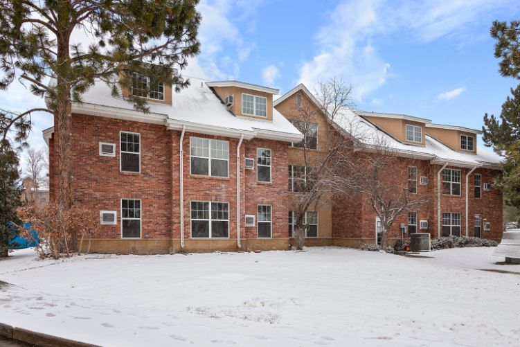 Modern Independent Living Apartments for Seniors in Centennial, CO